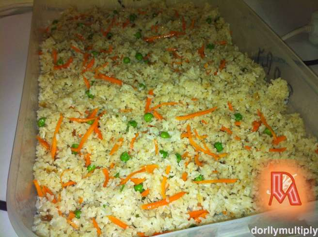 FRIED RICE WITH CARROTS AND GREEN PEAS