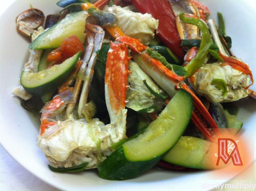 Crab with zucchini and red pepper