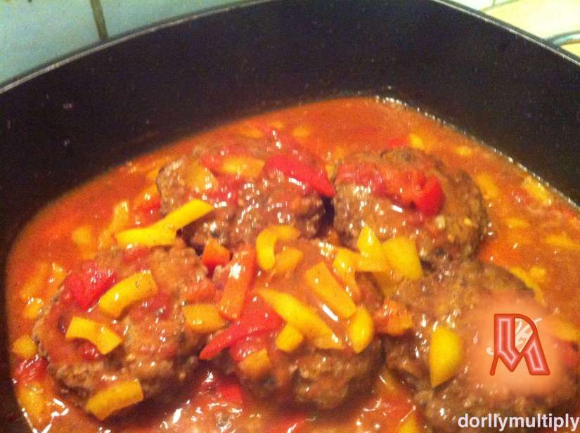 Hamburgers with Peeled Tomatoes and Bell Peppers